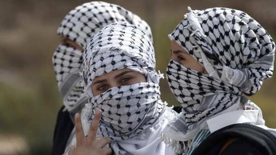 3 women wearing burkhas
